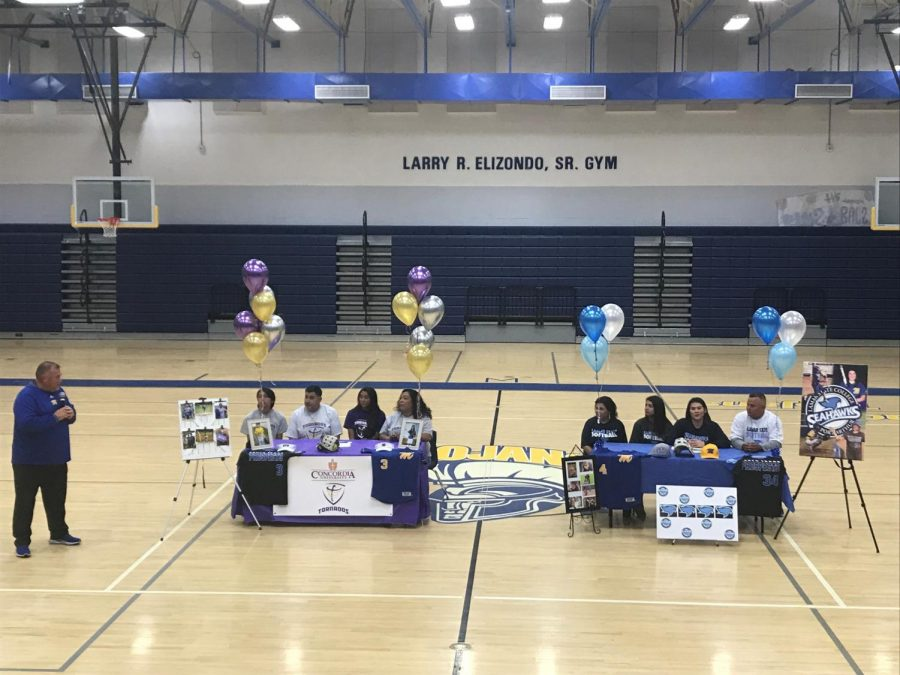Moody+Athletes+Sign+to+College
